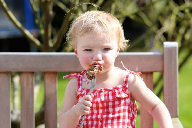 Carne vermelha para crianças: os benefícios e as orientações de consumo