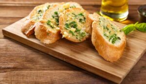 Receita de pão de alho crocante com requeijão