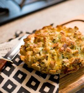 Receita de pão de alho crocante com queijo