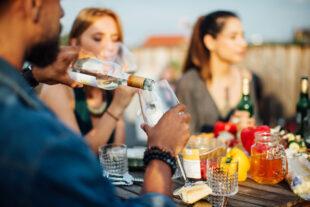4 drinks fáceis de fazer para acompanhar o churrasco